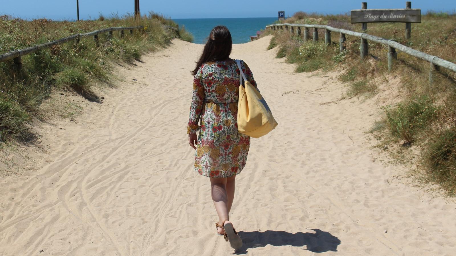 plage-du-murier-femme2-EMMANUELLE-MARCADE-notredamedemonts